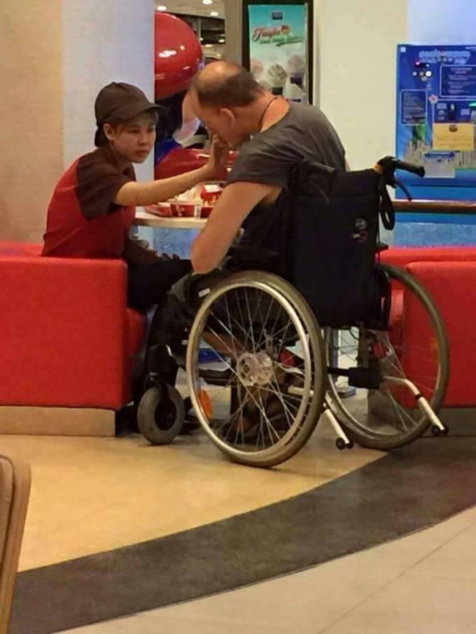 Pattaya KFC girl feeds disabled man