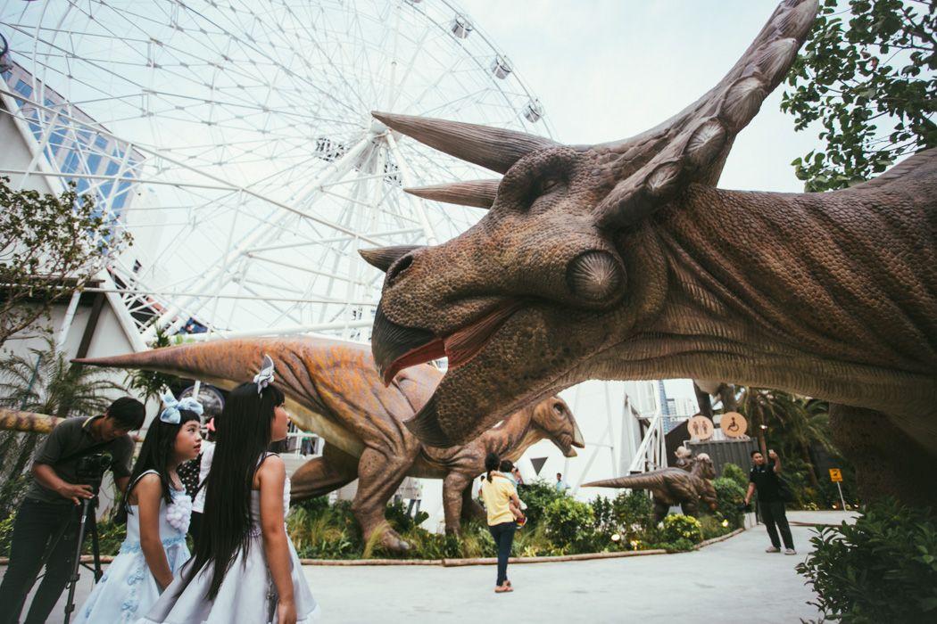 Bangkok Dinosaur Planet theme park opens