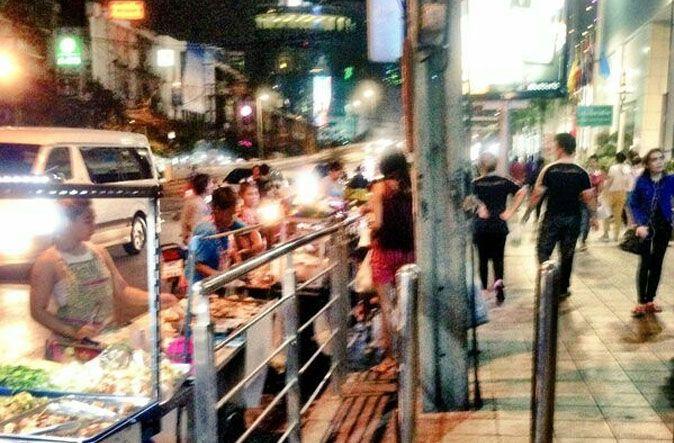 Bangkok vendors set up food carts on street