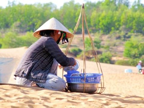 mui ne - marchande dunes rouges - vietnam