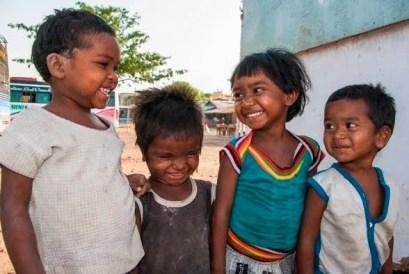Le sourire de jeunes enfants en Inde.