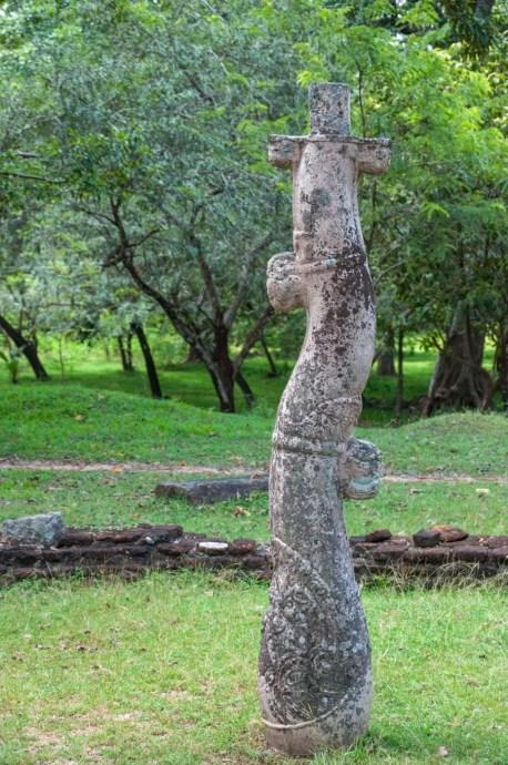 pilier nissanka latha mandapaya - polonnaruwa - sri lanka