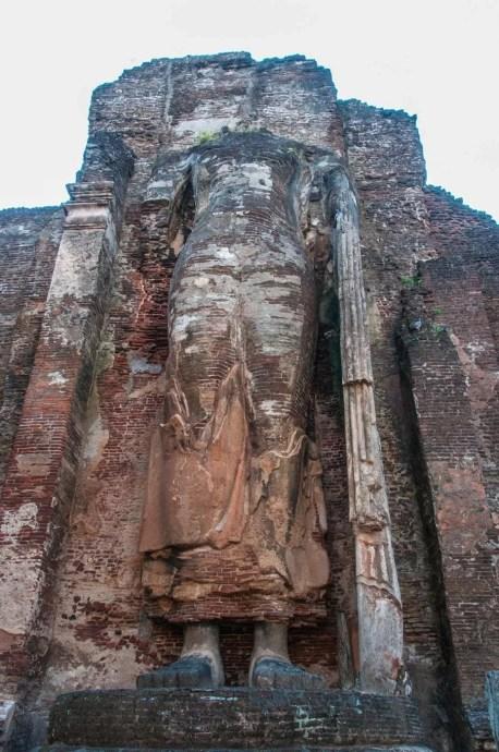 statue bouddha - lankatilaka vihara image house - polonnaruwa sri lanka