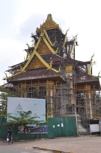 Construction d'un « City Pillar Shrine » ce qui se traduit littéralement par Pilier Sacré de la Ville (le sens premier de Shrine étant sanctuaire) comme il existe aussi à Bangkok. Comme son nom l'indique son but est d'offrir une protection (plutôt spirituelle) à la ville.
