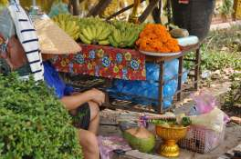 Veudeuse d'offrande au Wat Si Muang.