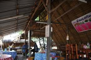 Restaurant bord route vers Prah Wihan National Park