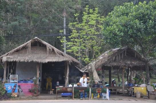 Restaurant bord route vers Prah Wihan National Park