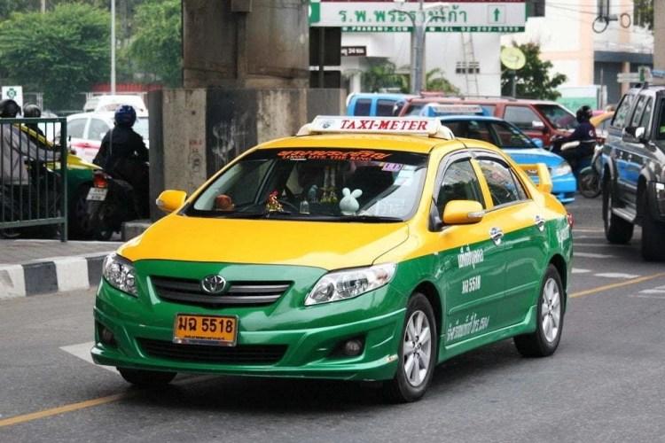 Taxi meter dans les rues de Bangkok
