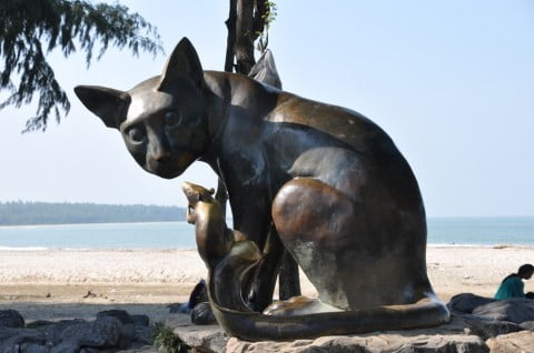 sculpture chat et rat songkhla