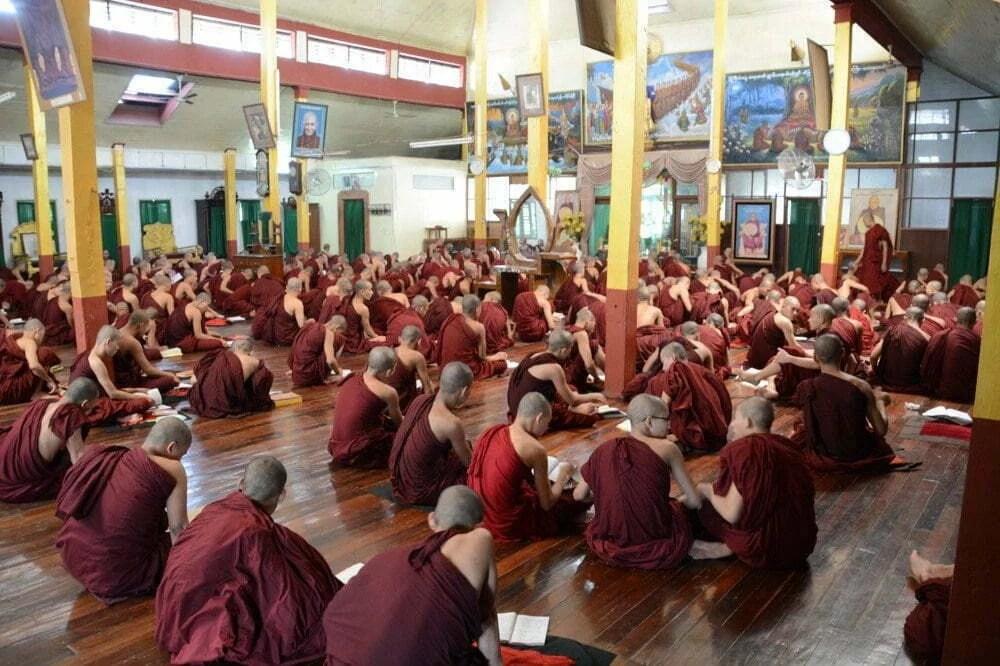 temple moines bago birmanie