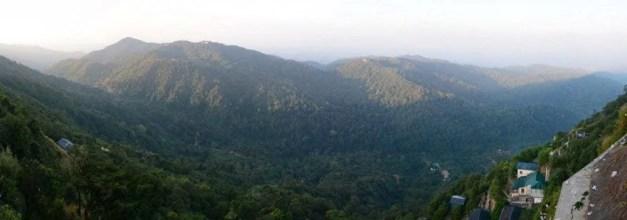 vue de la montagne depuis le rocher d'or de kyaiktiyo en birmanie