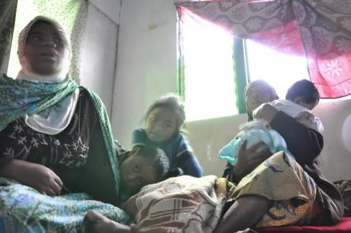famille abritant pluie dieng plateau ile java