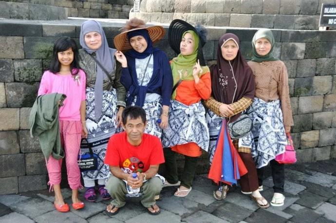 grande famille temple marché borobudur ile java indonesie