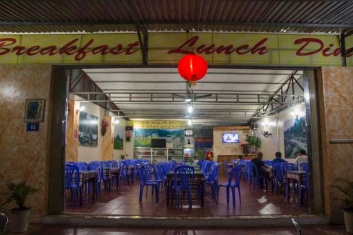 moto nord Vietnam - restaurant a Dong Van
