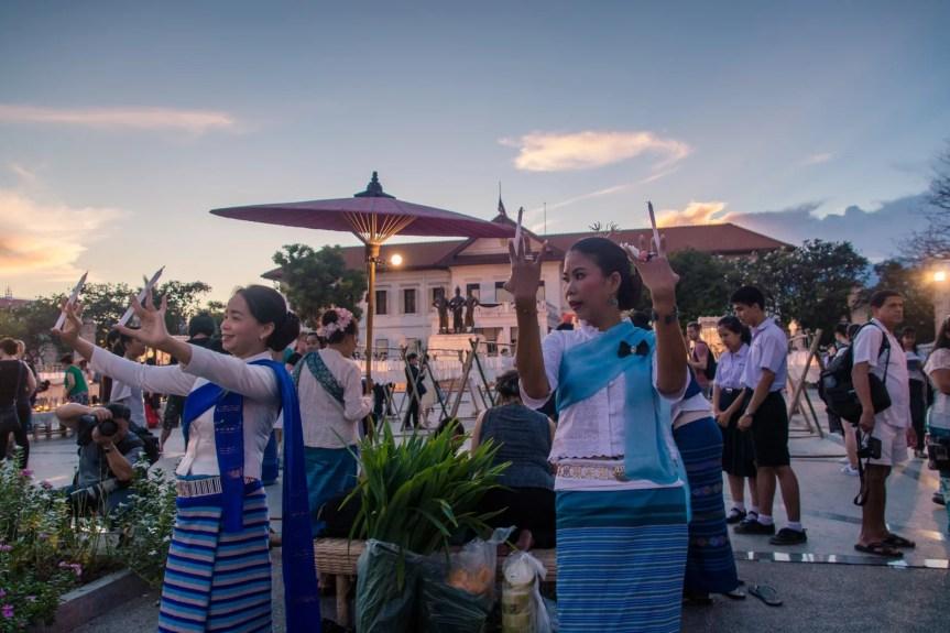 1 loy krathong yi peng festival chiang mai - thailande