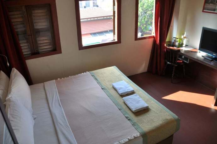 chambre-red-inn-court-penang