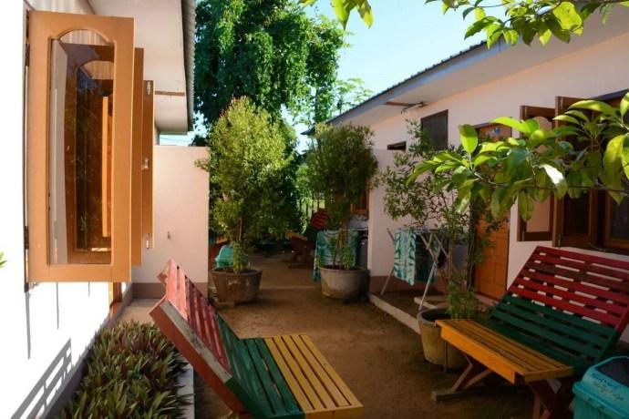 exterieur-shwe-ya-minn-guesthouse-chaung-tha-birmanie