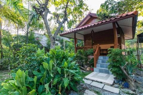 bungalow 1 samnaree garden house den chai phrae