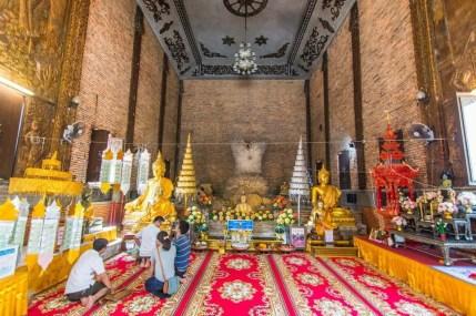 intérieur du wat phra that pha-ngao - chiang saen - thailande
