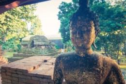statue bouddha wat phra that chedi luang - chiang saen