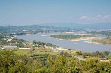 vue nord wat phra that pha-ngao - chiang saen - thailande