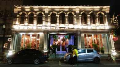 façade illuminée thaland road phuket town