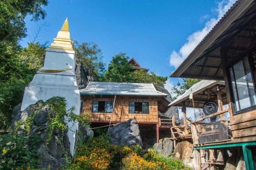 temple wat phra bat phu pha daeng - lampang thailande