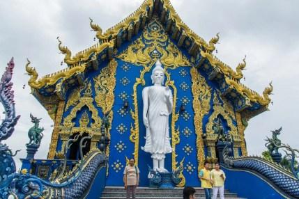 bouddha debout wat rong suea ten - temple bleu - chiang rai