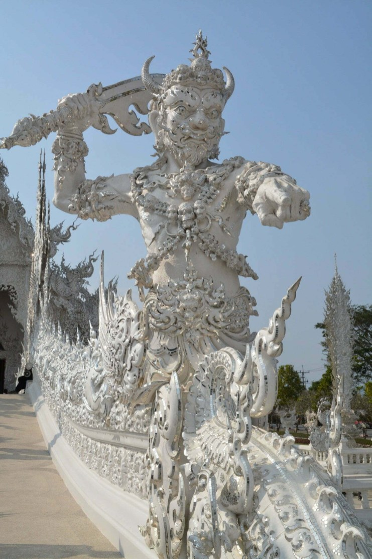 rampe heaven gate temple blanc wat rong khun chiang rai