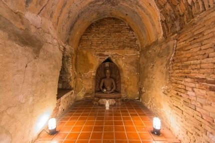 bouddha tunnel wat umong - chiang mai