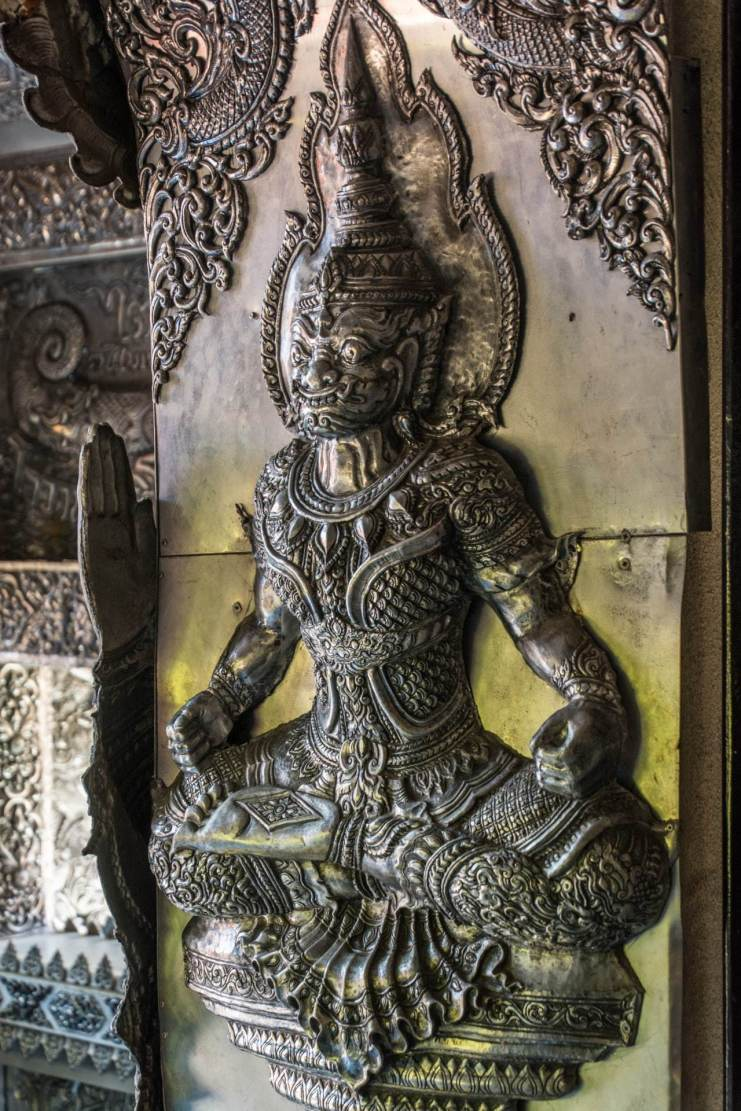 statue porte wat si suphan silver temple - chiang mai
