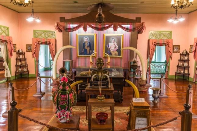 interieur khum chao luang phrae - thailande