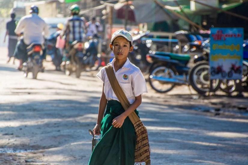 garçon birman rue pathein