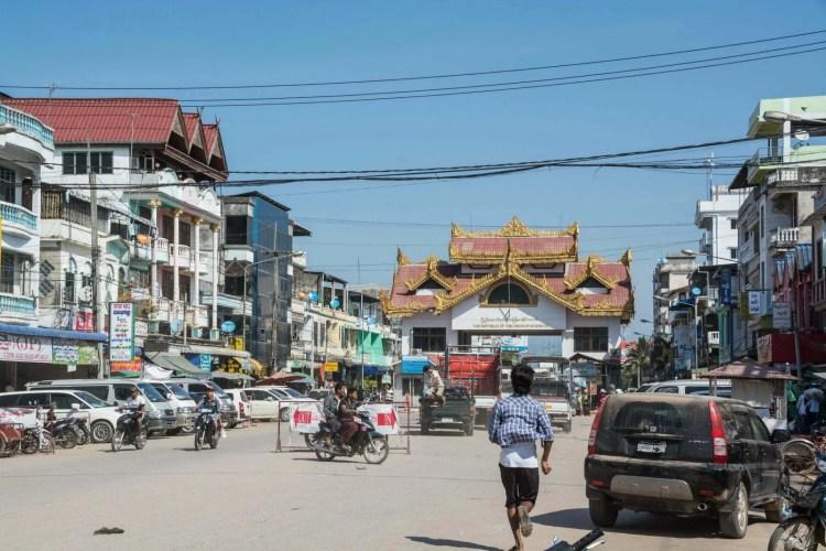 poste frontière myawaddy - mae sot - birmanie thailande