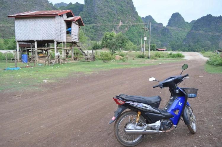 a moto autour des grottes de thakhek - laos