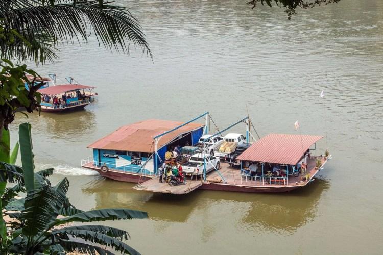 bac traversant mekong luang prabang - laos