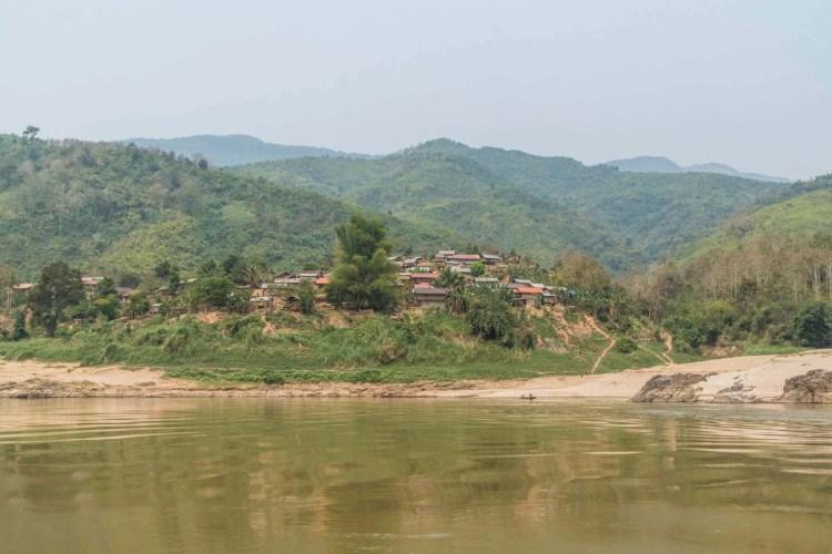 le long du mekong croisiere slow boat laos