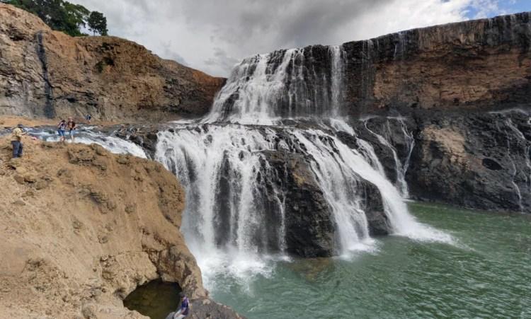sae pong lai waterfall - sud laos