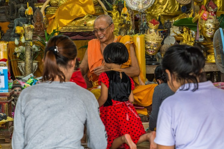 benediction moine wat kaeo prasert chumphon thailande