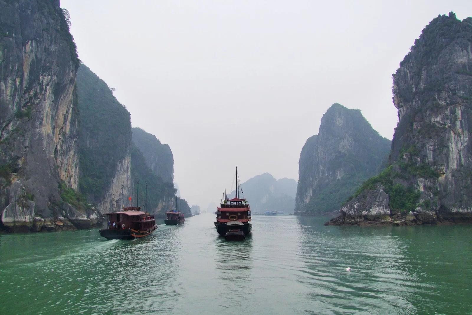 bateaux partant baie halong vietnam