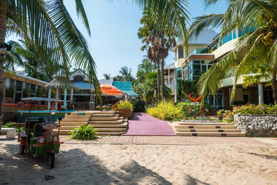 piscine bord plage bonok hotel vartika