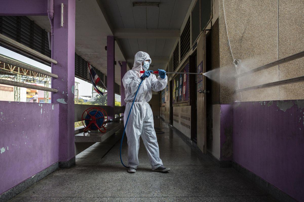 La Thaïlande assouplit les trottoirs pour rouvrir la plupart des écoles et des entreprises