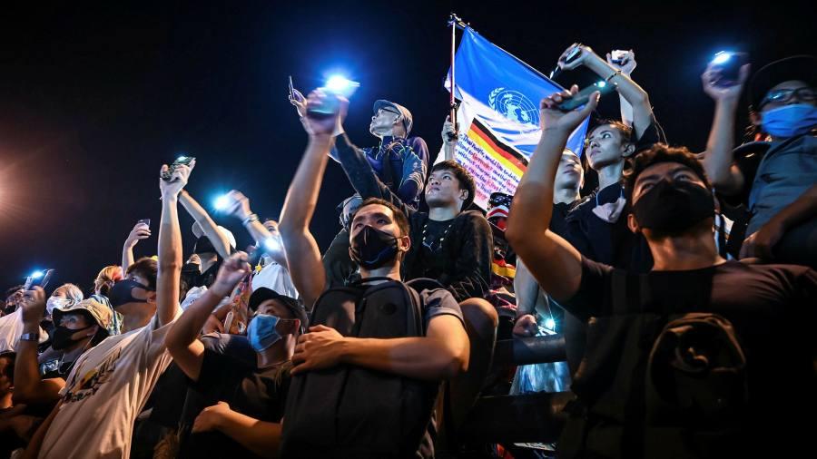 Les manifestants thaïlandais réclament une part de la richesse du monarque milliardaire