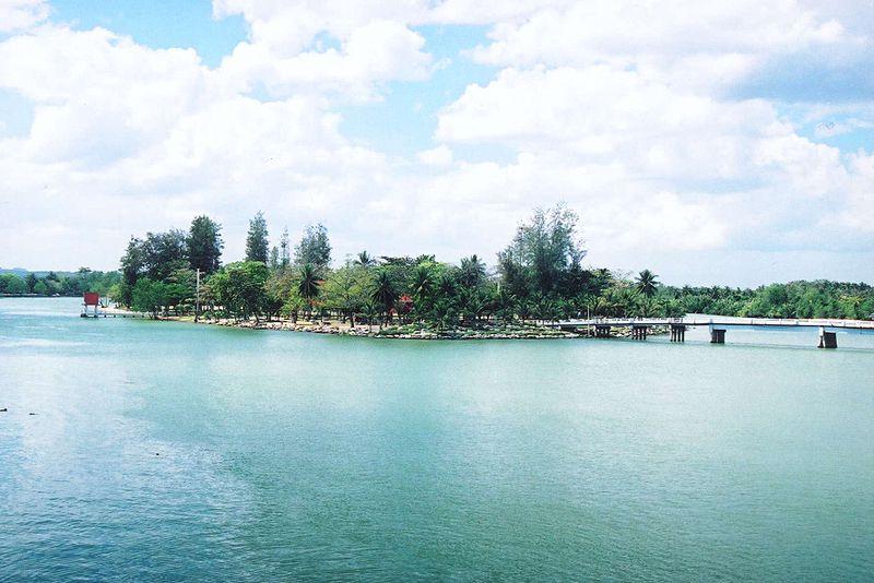 Koh Lamphu, island in the river Tapi