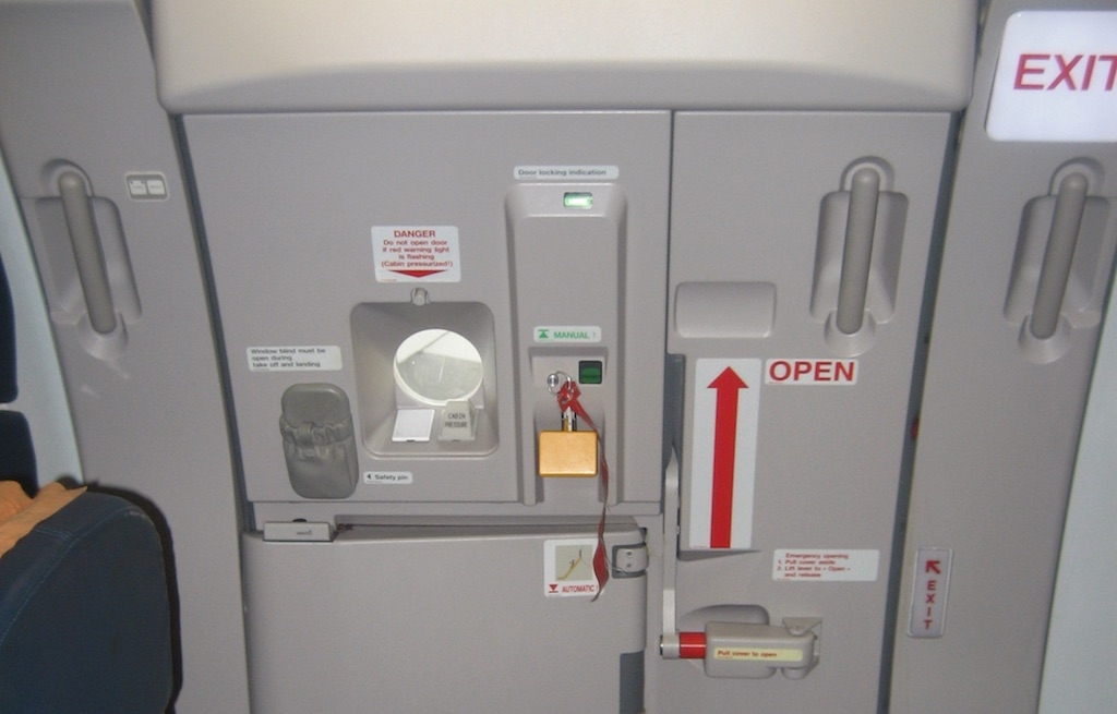 Airbus A321 emergency door