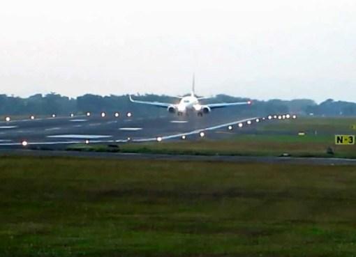 Garuda Indonesia landing at Adisutjipto International Airport