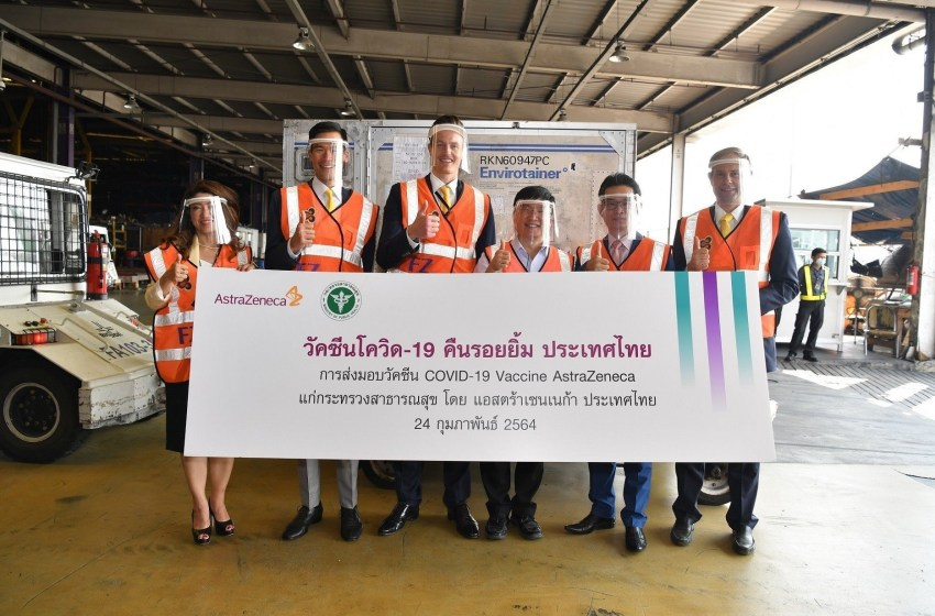 James Teague, Country President of AstraZeneca (Third person from the left) joins Michael Kuan, Head of Vaccines Operations (Second person from the left) and Pitthaporn Chontikanokrat, Head of Market Access & Government Affairs (First person from the left) welcome the first lot of AstraZenaca vaccine for Covid-19 to Thailand alongside with Sophon Iamsirithavorn, Deputy Director-General of the Department of Disease Control, Kitti Tangjitrmaneesakda, Vice Chairman of the Federation of Thai Industries and Tim McCaffery, Global Business Director of New Materials and Technology SCG Chemicals