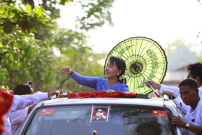 Aung San Suu Kyi arrvies to give speech to the supporters in Kawhmu, Myanmar