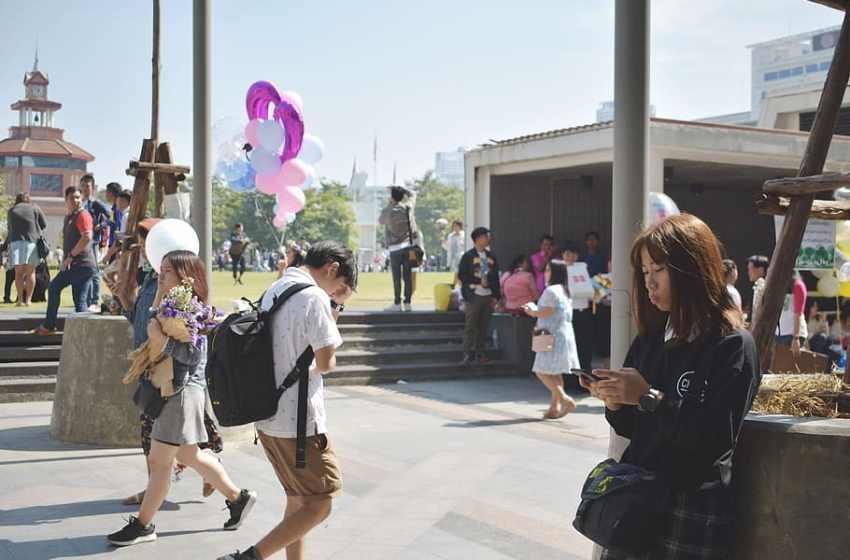 Students at Wang Tha Phra Campus, Silpakorn University in Bangkok