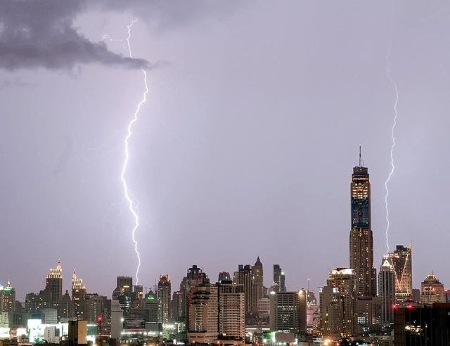 Rainstorm pummels Bangkok, topples bus stop roof